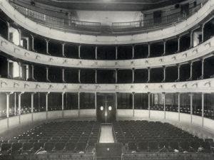 L'interno di un'altro dei teatri presenti in città